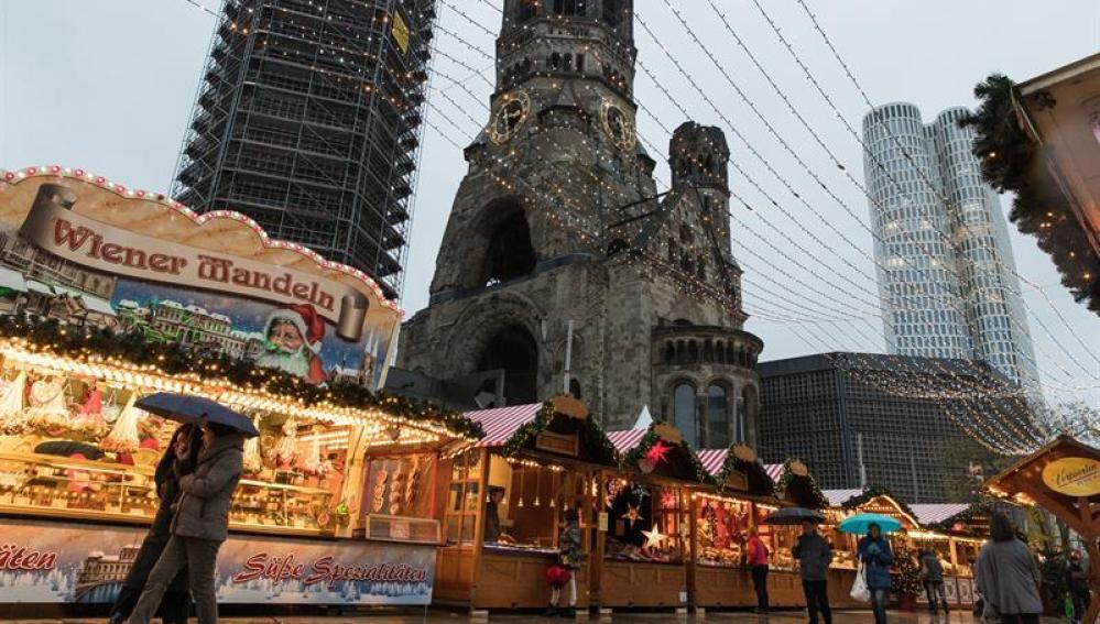 Mercado de Navidad en la Breitscheidplatz de Berlín