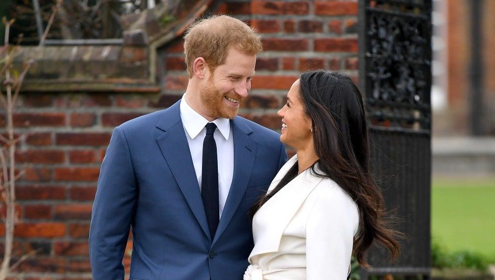 Primer posado oficial del príncipe Harry y Meghan Markle tras su compromiso