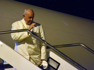 El papa Francisco emprendió hoy su viaje a Birmania y Bangladesh