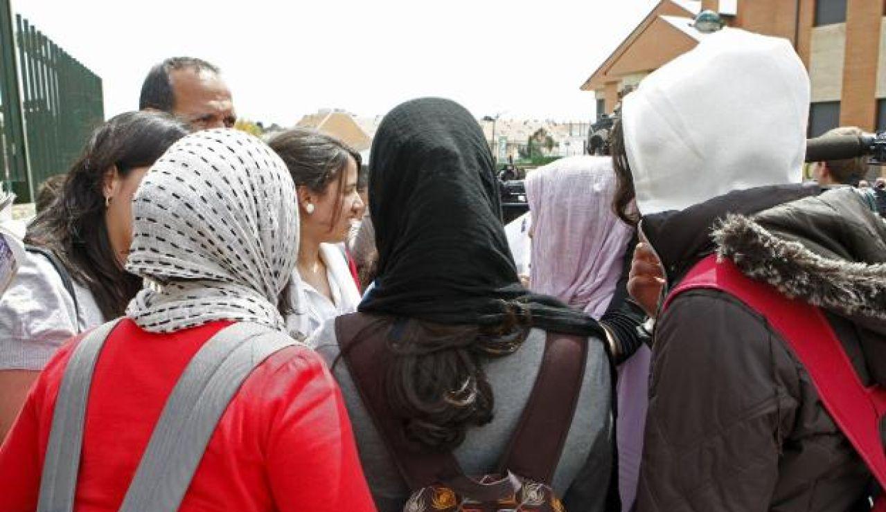 Estudiantes musulmanas en un centro escolar