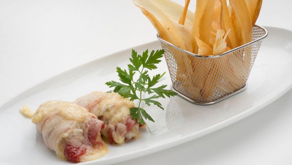 Filetes de pollo relleno con chips de yuca