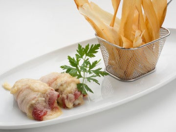 Filetes de pollo relleno con chips de yuca