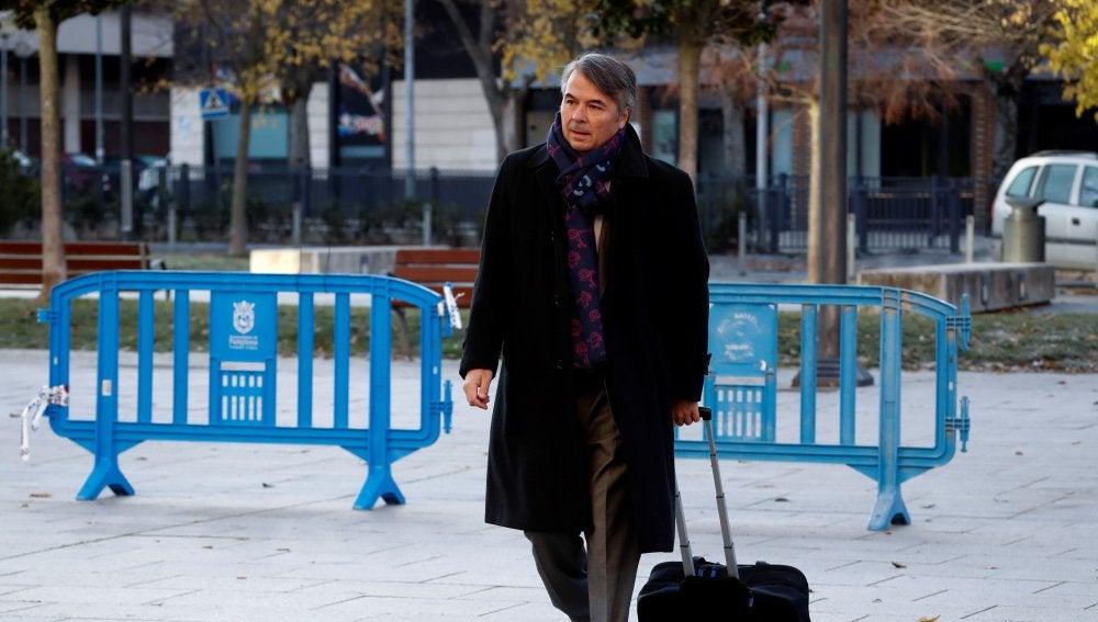 Agustín Martínez Becerra, abogado de tres de los cinco sevillanos acusados