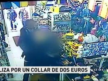 Dan una paliza al dependiente de un bazar por un collar de dos euros