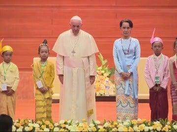 El Papa Francisco insta a Birmania a respetar a cada grupo étnico sin excluir a nadie
