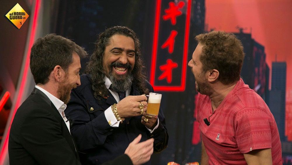 El Cigala se divierte con El Monaguillo