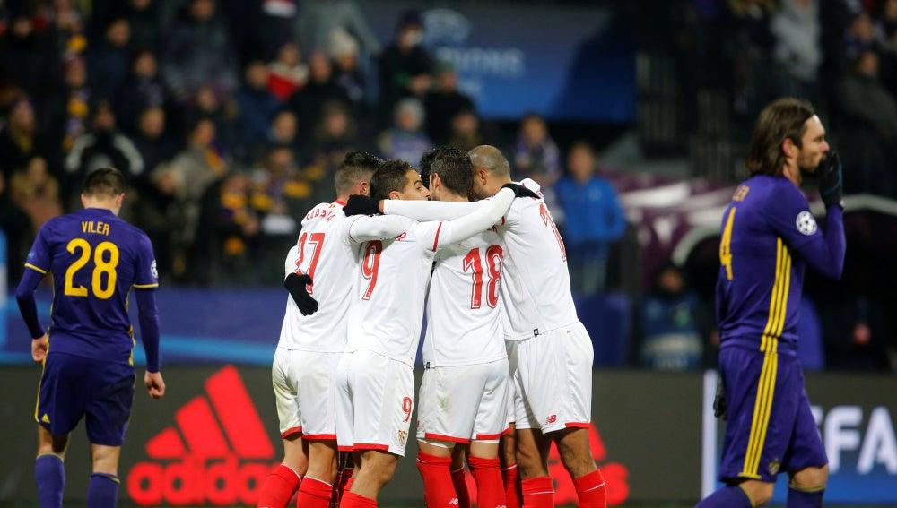 El Sevilla hace piña tras el gol de Ganso en Maribor