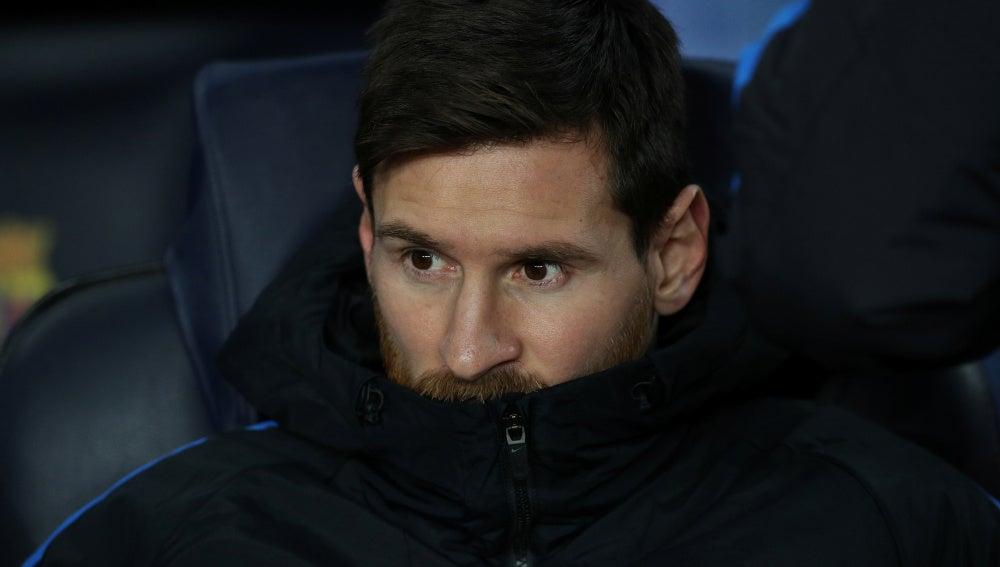 Messi, en el banquillo ante el Sporting