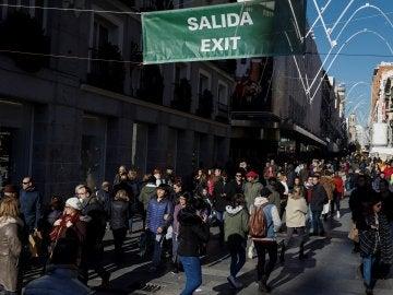 Aspecto que presentaba esta mañana la calle Preciados de Madrid
