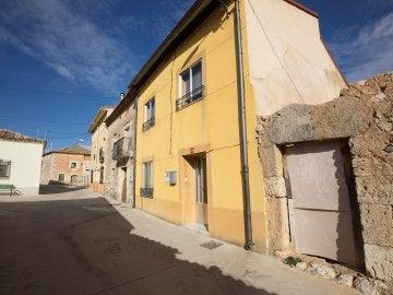 Exterior de la vivienda ubicada en el municipio de Pedrosa de Duero (Burgos), en las inmediaciones de Aranda de Duero