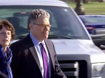 Dimite el senador demócrata Al Franken denunciado por acoso sexual