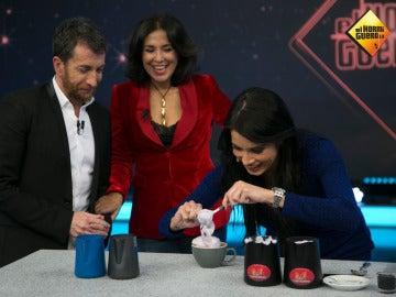 Pilar Rubio, con mucho talento, nos impresiona con el arte de la crema del café