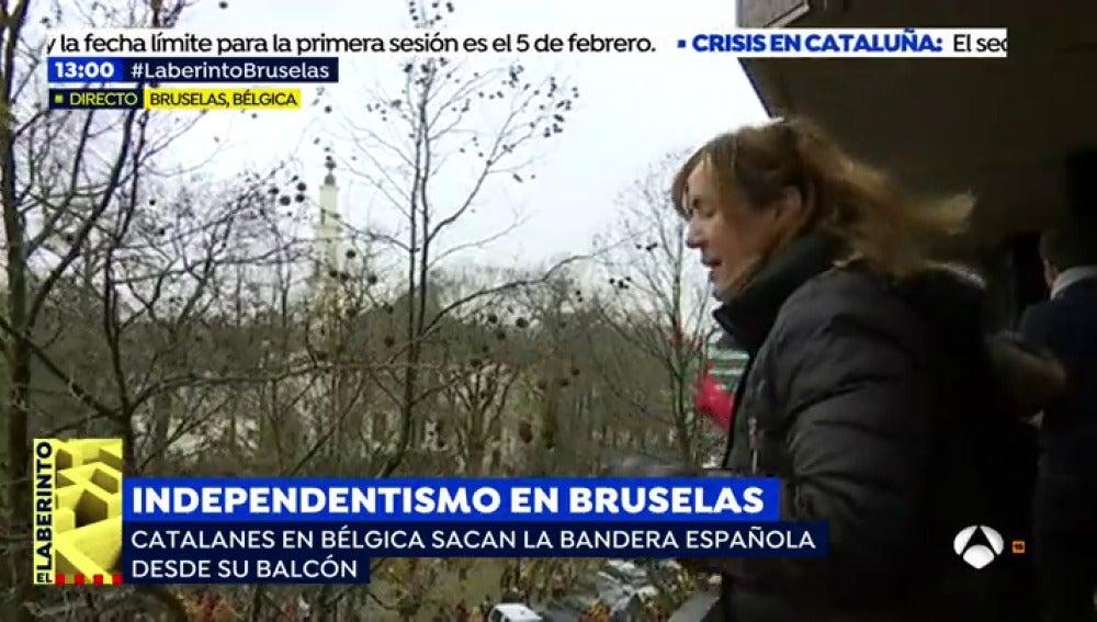 """El 'balcón de la resistencia' de Barcelona renace en Bruselas durante la manifestación independentista: """"Nos han hecho hasta un calvo"""""""