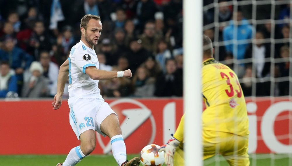 Valere Germain dispara a puerta