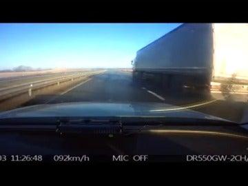 La policia detiene a un ciclista kamikaze que circulaba detrás de un camión a más de 90km/h