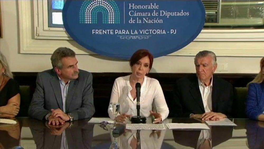 Gobierno argentino dice que Macri no influyó en que pidan detener a Cristina Fernández