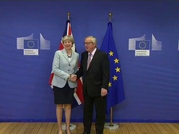 Juncker y May cierran un acuerdo sobre las prioridades del divorcio del 'brexit'