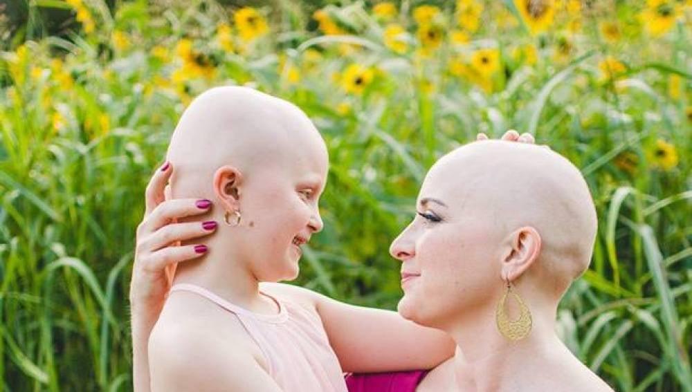 La vitalista foto de una madre y su hija enfermas