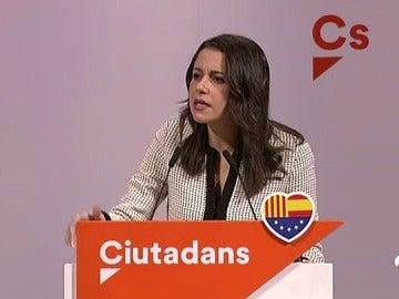 """Arrimadas: """"Puigdemont ha sembrado el caos, yo quiero la senyera y el seny"""""""