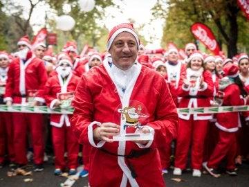 Más de 7.000 Papá Noel recorren las calles de Madrid