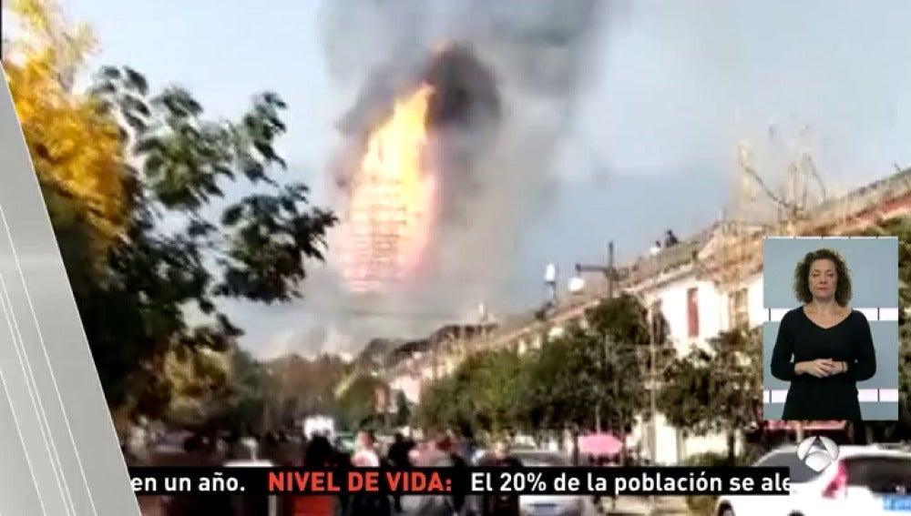 Un incendio destruye la pagoda más alta de Asia