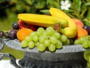 Hay una fruta que combate la hinchazón...