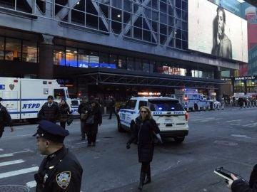 Policía de Nueva York en la estación de Manhattan donde se ha producido la explosión