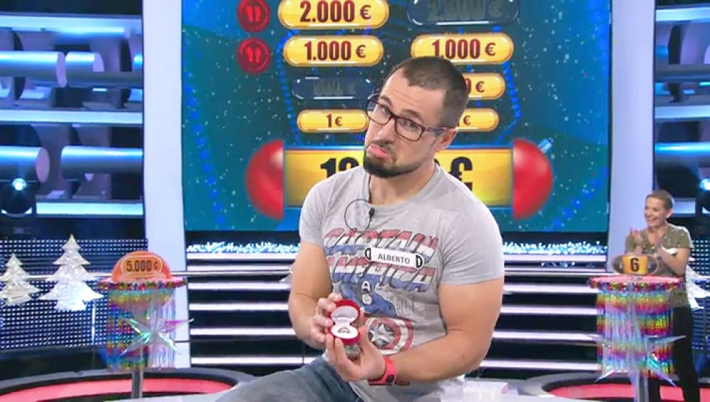 Un concursante de '¡Ahora Caigo!' le pide matrimonio a su novia en directo