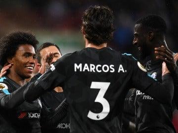 Los jugadores del Chelsea celebran un gol ante el Huddersfield