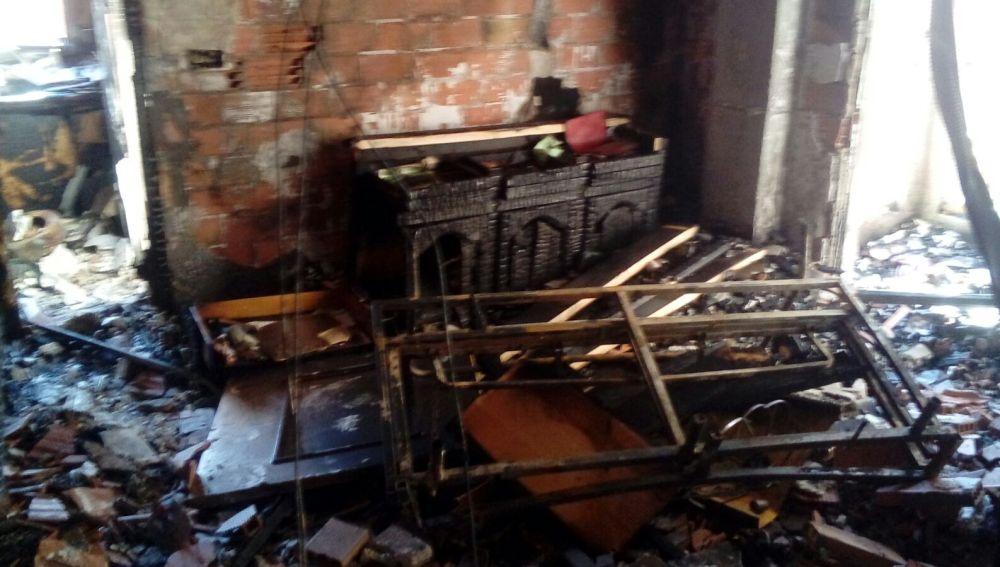 Rescatan a cuatro personas de un edificio en llamas en Torrevieja