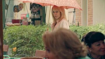 Charo descubre que entre Matilde y Julián hay más que una amistad