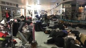 Caos en los aeropuertos europeos por el temporal