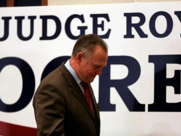 El candidato republicano al Senado Roy Moore