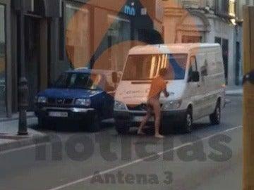 Joven desnudo en Tudela acusado de desperfectos en coches