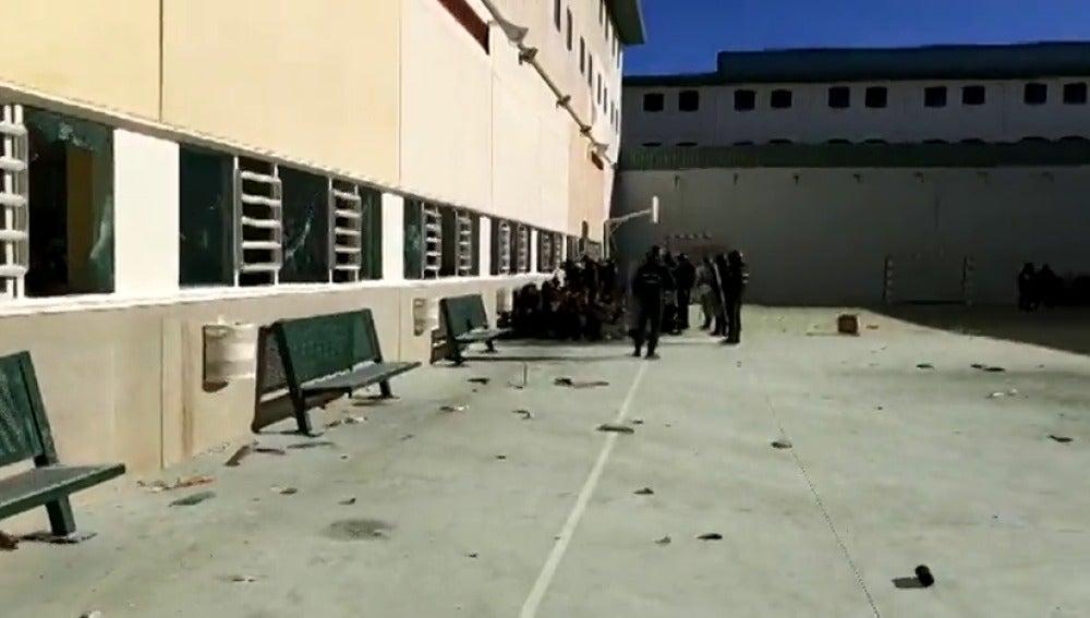 Disturbios en la cárcel de Archidona por la protesta de los inmigrantes internados por la escasez de comida
