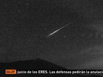 Así se ha visto desde el Teide las Gemínidas, una de las mejores lluvias de estrellas del año