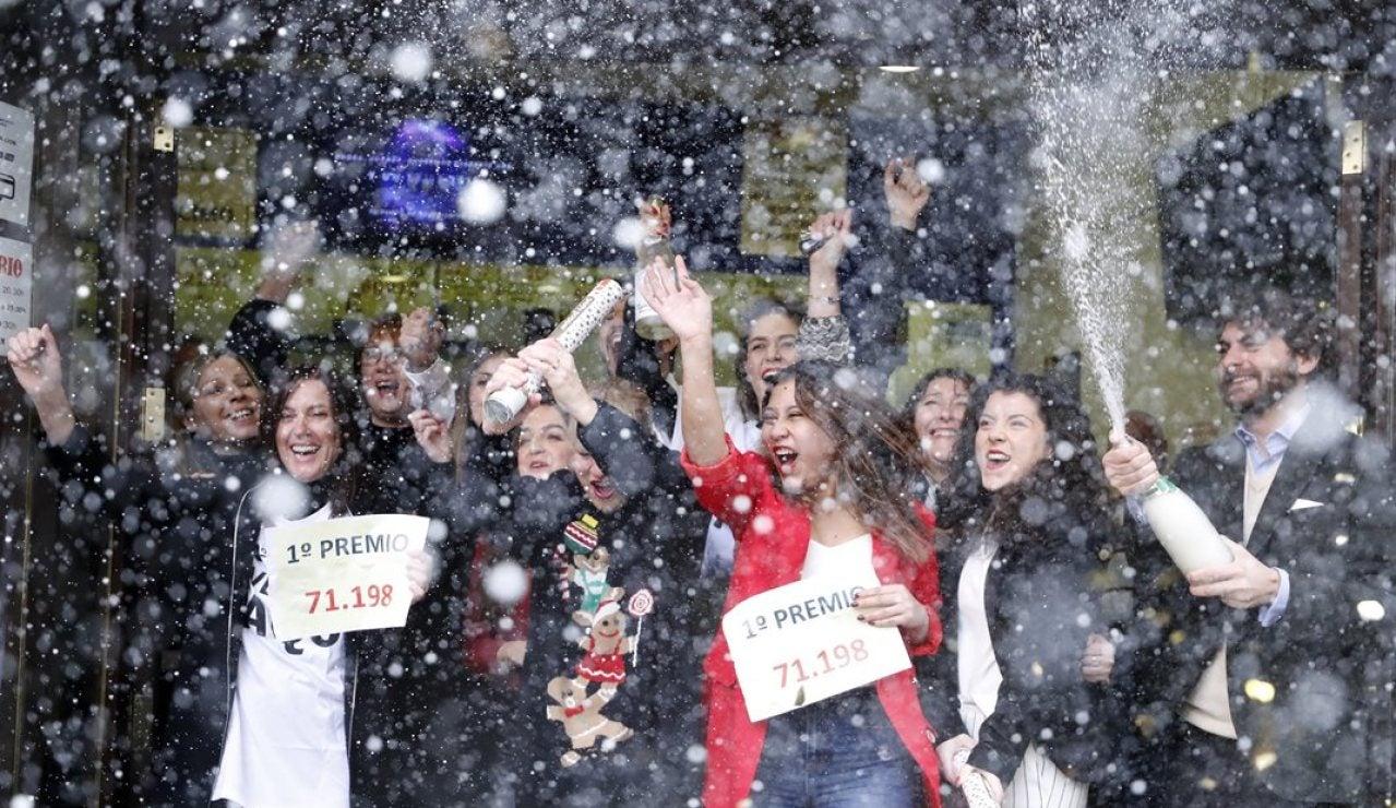 Celebración en una administración de Lotería