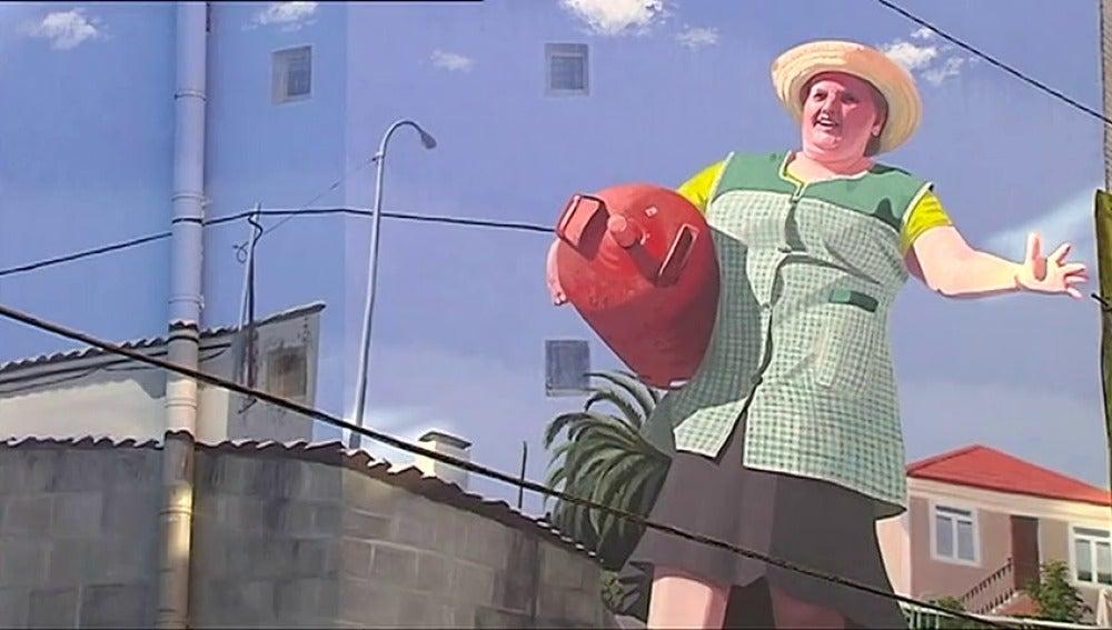 Un artista homenajea con varios murales gigantes a las abuelas gallegas trabajadoras