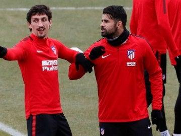 Diego Costa bromea en un entrenamiento del Atlético de Madrid
