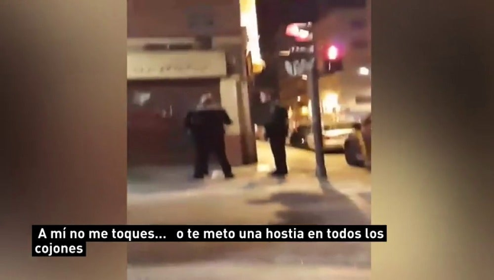La agresión de un policía a una mujer en Valencia indigna en las redes