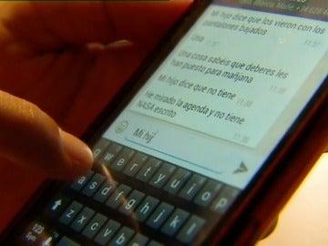 ¿Deben los padres supervisar los mensajes de sus hijos en whatsapp y redes sociales?