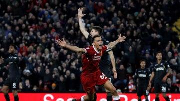 Alexander-Arnold celebra su gol contra el Swansea