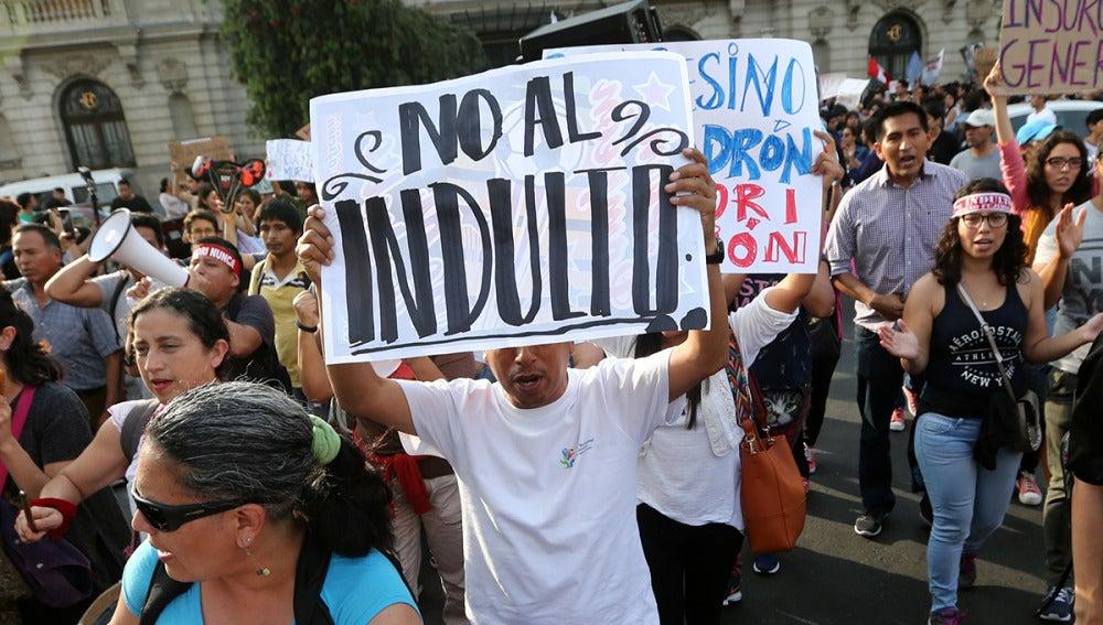 Imagen de las protestas en Lima por el indulto a Fujimori