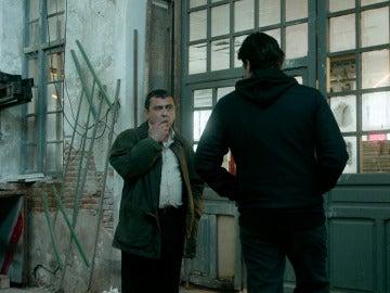 """""""Todos le llaman el Chatarrero, pero realmente es el amo del barrio"""". Muy pronto, estreno de 'Apaches' en Antena 3"""
