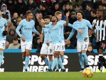 Sterling celebra su gol ante el Newcastle