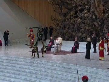 """El papa lamenta la """"desnaturalización"""" de la Navidad"""
