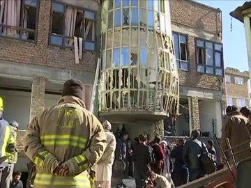 Al menos 40 muertos y más de 30 heridos en un atentado suicida en el interior de una madrasa en Kabul