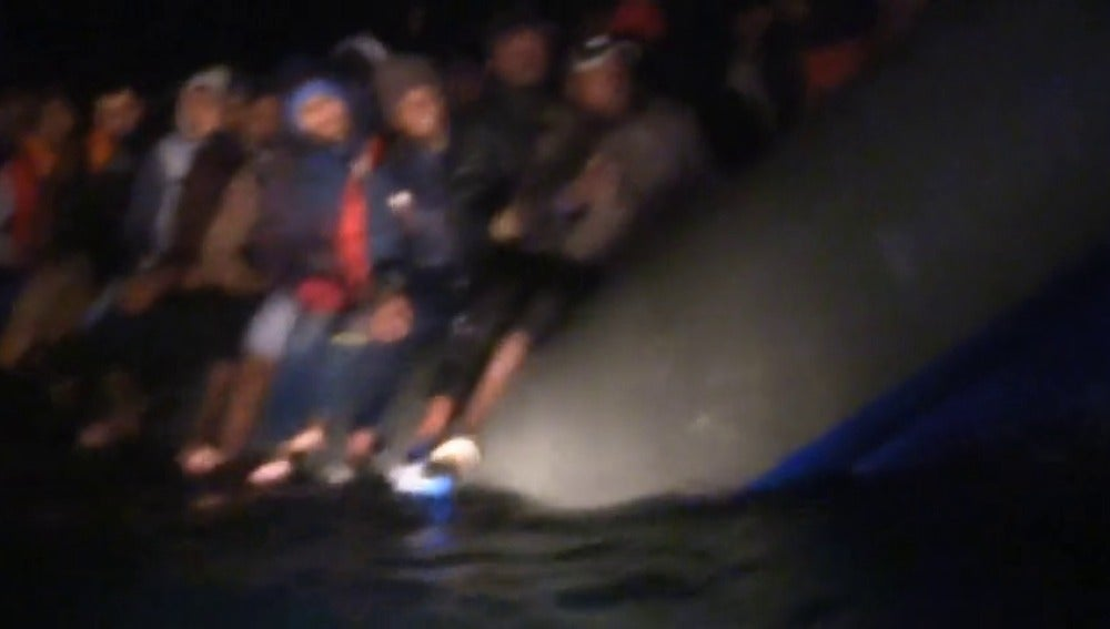 Proactiva localiza una embarcación con 130 inmigrantes