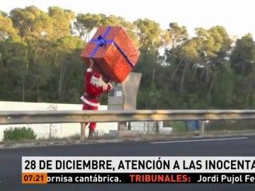 Papá Noel gastando una inocentada