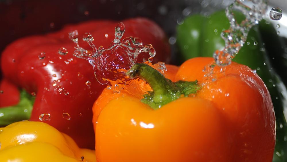 Un mínimo de 5 verduras y frutas al día.